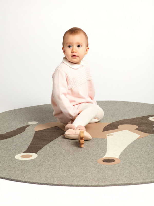 Children's play rug made of pure new wool